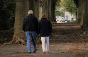 נעליים מיוחדות לקשישים