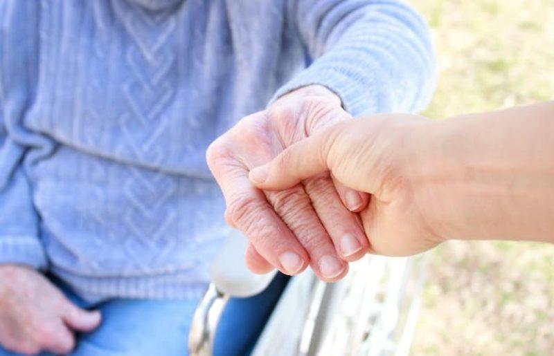 התמודדות עם נפילות קשישים
